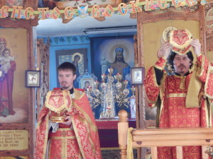 Слева иерей Александр, и диакон Алексей.